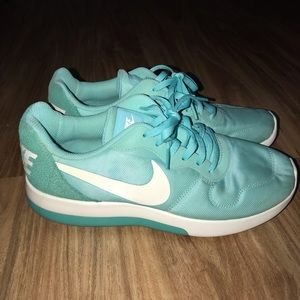 Women's Nike MD Runner 2 LW